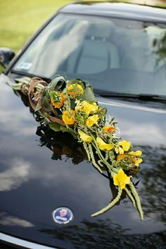 Xe cưới với hoa Arum vàng , hoa Mao Lương và Thuỷ Tiên vàng Wedding Arrangements, Wedding Centerpieces, Wedding Bouquets, Floral Arrangements, Church Flowers, Funeral Flowers, Bridal Car, Wedding Car Decorations, Fairytale Weddings