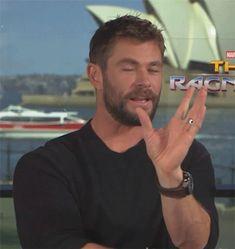 Chris Hemsworth Movies, Chris Hemsworth Thor, Stan Lee, Best Avenger, Hemsworth Brothers, Adolescents, Man Thing Marvel, Marvel Actors, Chris Pratt