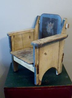 Primitive farmhouse Child's Chair I love the looks of it! Old Chairs, Antique Chairs, Antique Bench, Primitive Furniture, Pallet Furniture, Early American Furniture, Homemade Dolls, Cheap Chairs, Rustic Chair