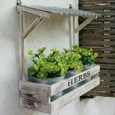Hanging flower planters vintage wall hanging flower pots planters set in flower pots planters from home . Garden Crafts, Garden Projects, Wood Projects, Diy Garden, Garden Ideas, Hanging Flower Pots, Flower Planters, Planter Boxes, Garden Planters