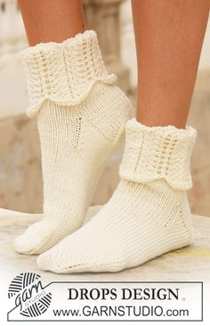 "Venus Rising - DROPS socks in ""Merino Extra Fine"" with pattern on leg. - Free pattern by DROPS Design Crochet Socks, Knitting Socks, Knit Crochet, Knit Socks, Knit Cowl, Crochet Granny, Hand Crochet, Knitting Patterns Free, Knit Patterns"