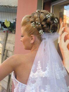 peinado adornado con velo