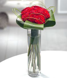 Aphrodite - Prestigious red Roses sprinkled with diamante and beautifully presented in an elegant clear glass vase. Valentines Flower Delivery, Same Day Flower Delivery, Romantic Flowers, Fresh Flowers, Yellow Roses, Red Roses, Send Flowers Online, Flowers Delivered, Clear Glass Vases