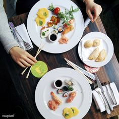 Perfect appetizers in a restaurant Free Food Images, Homemade Sushi Rolls, Sushi Roll Recipes, Sushi Menu, Good Food, Yummy Food, Awesome Food, Japanese Dishes, Japanese Food