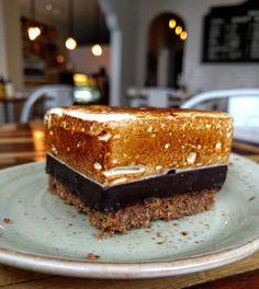 """362 Likes, 19 Comments - Miranda Bakery & Cafe 🍪 (@miranda_bakery) on Instagram: """"Barra de S'mores🍪🍫👌 Galleta Molida, Ganache de Chocolate 70% y Malva de Vanilla Beans…"""""""