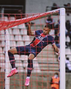Football Players Photos, Football Images, Football Pictures, Soccer Players, Psg, Fifa Covers, France National Team, Paris Saint Germain Fc, Football Mondial