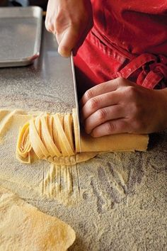 How To Make Foolproof Fettuccine. ive made homemade stuffed ravioli using my father in laws mothers manual pasta machine. love to cook homemade kind of my thing and baking I Love Food, Good Food, Yummy Food, Tasty, Pasta Casera, Great Recipes, Favorite Recipes, Cooking Recipes, Healthy Recipes