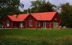 Red Roof House, Red Houses, Sustainable Living, Home Fashion, Room Decor Bedroom, Country Style, Swimming Pools, House Ideas, Cabin