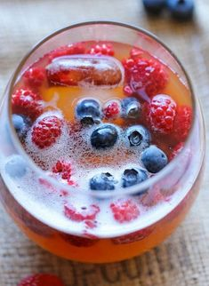 Peach Prosecco Punch - An incredibly refreshing, bubbly party punch made with Prosecco, peach nectar and fresh berries! I imagine it would be good with mango juice instead of the peach nectar as well. Party Drinks, Fun Drinks, Beverages, Alcoholic Drinks, Drinks Alcohol, Sangria, Prosecco Punch, Cheers, Mango