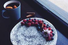 Sladké hriešnosti: Makovo-tvarohový cheesecake so šťavnatým ovocím
