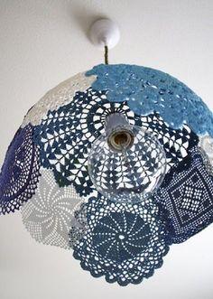 PaP Como fazer lustre de crochê;  Neste tutorial vou mostrar como fazer este lindo lustre de crochê passo a passo.    Lustre de crochê   Lin...