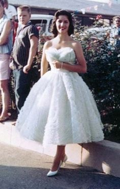 The 1950s Vintage Prom, Vintage Mode, Vintage Gowns, Vintage Style, 1950s Style, 1950s Prom Dress, Prom Dresses, Flapper Dresses, Decades Fashion