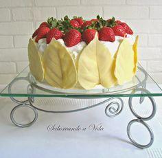 Olá! Fiz este bolo para a minha mãe, que completou oitenta anos em outubro, enquanto eu viajava, rsrs. Ela já teve uma festa, mas eu...