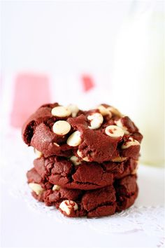 Red Velvet White Chocolate Chip Cookies--Just looking at the pic makes my mouth water!
