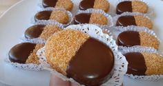Vánoční koláčky, které jsou jemnější než linecké: Výborné cukroví na zimu Sweet Desserts, Sweet Recipes, Baking Recipes, Dessert Recipes, Cooking Cake, Czech Recipes, Arabic Food, Food Hacks, Christmas Cookies
