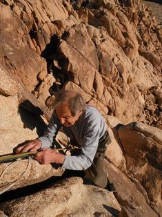 """10 days before his 90th birthday, Fred Beckey summits """"Moosedog Tower"""" in Joshua Tree, via the 3-pitch 5.6 route """"Tranquility""""."""