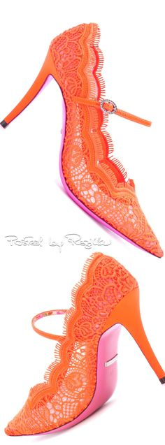 Regilla ⚜ Gucci Orange Fashion, Pink Fashion, Fashion Shoes, Ladies Fashion, Orange Is The New Black, Orange And Purple, Yellow, Orange Color, Stiletto Pumps