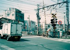 Shimokitazawarail crossing (May, 2006) 下北沢の踏切