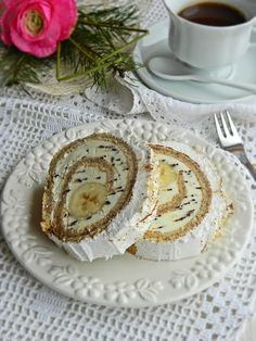 Taste of life: Banana split rolat Baking Recipes, Cookie Recipes, Dessert Recipes, Cake Pops, Yogurt Dessert, Torte Recipe, Kolaci I Torte, Torte Cake, Dessert Decoration