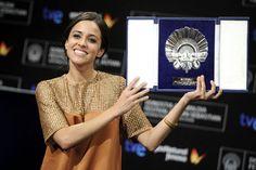 Macarena García, la debutante Blancanieves, se alzó con la Concha de Plata a la mejor actriz en el Festival de San Sebastián #zinemaldia #actrices #famosos