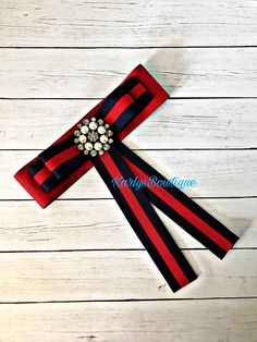 Excited to share the latest addition to my #etsy shop: Bow Brooch #jewelry #brooch #navyblueandred #accessories #inspiradoengucci #gucciinspired #bowbrooch #corbatines #giftideas