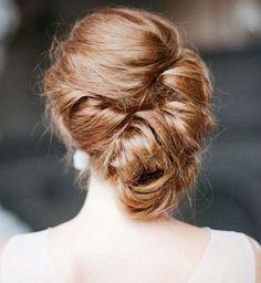 Idée coiffure de mariage : un chignon banane sur le côté