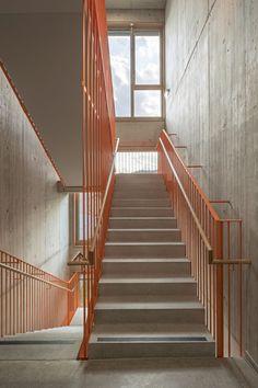Graz afasia - Home Dekoration House Staircase, Staircase Railings, Staircase Design, Stairways, Stairs Architecture, Victorian Architecture, School Architecture, Architecture Design, Stair Detail