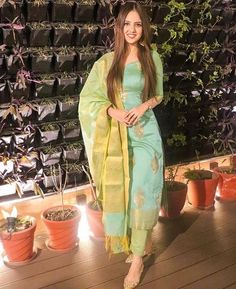 Simple Kurta Designs, Kurta Designs Women, Blouse Designs, Party Wear Indian Dresses, Dress Indian Style, Wedding Dresses, Indian Attire, Indian Outfits, Casual Indian Fashion