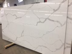 Calcatta Classique Quartz from Q-Quartz that looks like natural Calcatta marble