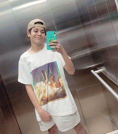 """177.4 mil Me gusta, 1,377 comentarios - Youngblood (@luchossj) en Instagram: """"Carita de contento x que estamos 1 EN TENDENCIAS EN ARGENTINA Y URUGUAY CON """"NIVEL"""" feat.@khea.yf…"""" Young Blood, Cute Teenage Boys, 2pac, Billie Eilish, Stranger Things, Diana, T Shirts For Women, Rey, Club"""