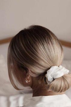 Silk Scrunchie - The Nice Cream Company 25 Momme Privé Silk Scru. - Frisuren - Silk Scrunchie – The Nice Cream Company 25 Momme Privé Silk Scrunchie. The Nice C - Pretty Hairstyles, Girl Hairstyles, Scrunchy Hairstyles, Bridal Hairstyles, Tied Up Hairstyles, Hairstyle Ideas, Peinado Updo, Silk Hair, Smooth Hair