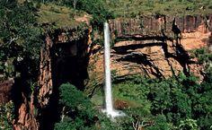 A Cachoeira Véu de Noiva, na Chapada dos Guimarães. Mato Gorsso Brazil (86m)
