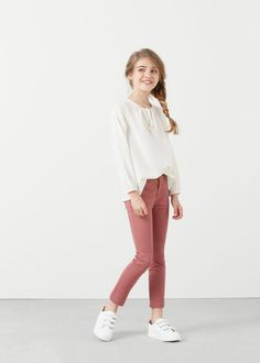 Kids fashion, tween style, outfits for girls. White top and skinny jeans for gi… Kids fashion, tween style, outfits for girls. White top and skinny jeans for girls. Outfits Niños, Casual Outfits For Teens, Cute Girl Outfits, Kids Outfits Girls, Teen Fashion Outfits, Summer Outfits, Tween Girls, Summer Clothes, Fashion Clothes