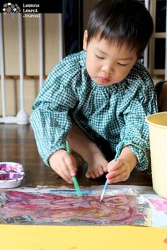 Let's paint big: large scale painting for kids. via Lessons Learnt Journal.