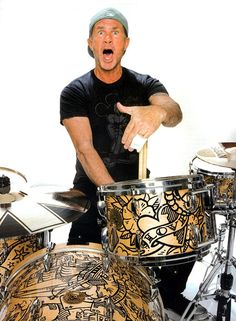 Chad Smith - Drummer for the Red Hot Chili Peppers Drums Beats, Drum Music, Anthony Kiedis, Hottest Chili Pepper, How To Play Drums, Drummer Boy, Dave Grohl, Rockn Roll, Drum Kits