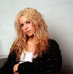 Pin for Later: Shakira's Hair Evolution From Redheaded Rebel to Caramel-Blond Mom November 2002 Backstage during rehearsal for her Tour of the Mongoose, Shakira sported this gorgeous head of curls.