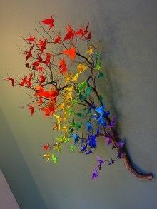 Origami crane rainbow decor: something for Matthew to make M for Christmas?Origami cranes on a branch.A touch of colour.Origami cranes on a branch. -would love to do it but do i have the patience?Do with butterflies. Cranes are so easy to make, but w Diy And Crafts, Arts And Crafts, Paper Crafts, Origami Paper, Origami Cranes, Diy Origami, Origami Birds, Origami Swan, Paper Folding