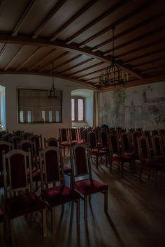 Civil registration in Rapperswil Castle by Oksana Bernold weddings & lifestyle Civilization, Conference Room, Castle, Weddings, Lifestyle, Furniture, Home Decor, Decoration Home, Room Decor