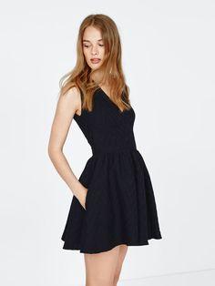 Najmodniejsze sukienki wiosny 2017. http://womanmax.pl/najmodniejsze-sukienki-wiosny-2017/