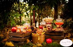 Avantages d'un mariage a l'automne! Decoration Evenementielle, Table Decorations, Fete Halloween, Candy Party, Dream Wedding, Wedding Dreams, Wedding Colors, Bar, Ideas