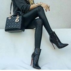 @upcloseandstylish #ootd#outfit #fashion #fashionista #fashionblogger #streetstyle #highheels #louboutin#inspo#inspiration