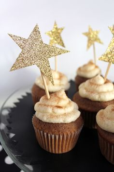 Glittery star #cupcake toppers #DIY.
