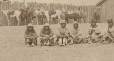 Sioux men and their horses, detail. Indian Pics, Indian Pictures, Native American Pictures, Native American Indians, Rio, Sioux Tribe, Indian Territory, Red Cloud, American Indian Art