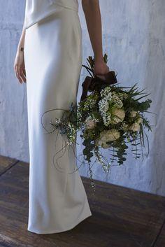 ウエコレが提案する8つのコンセプトの中の「STYLISH」なウェディングブーケ。枝ものをつかって上質な雰囲気を。stylish wedding Floral Bouquets, Wedding Bouquets, Wedding Dresses, Bridal Hair, Bridal Gowns, Bouquet Wrap, Wedding Coordinator, Wedding Accessories, Marriage