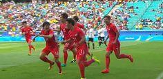 Die Südkoreaner feiern die Führung durch Hwang
