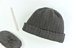 Hook up this free crochet hat pattern for a men's winter hat. It uses a stitch t. Hook up this free crochet hat pattern for a men's winter hat. It uses a stitch that resembles kni Mens Crochet Beanie, Crochet Men, Ribbed Crochet, Free Crochet, Crochet Hats, Crochet Blankets, Beaded Crochet, Irish Crochet, Crochet Necklace