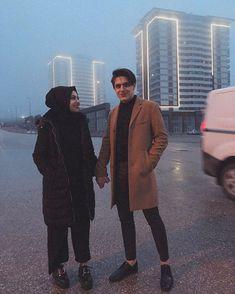 KÜBRA BATUHAN (@kkubra.bbatuhan) • Foto dan video Instagram Romantic Couple Dp, Cute Love Couple, Best Couple, Hijabi Girl, Girl Hijab, Street Hijab Fashion, Muslim Fashion, Cute Muslim Couples, Cute Couples