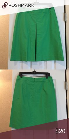 Banana Republic A-line skirt. Great condition! Pleat in front. Zipper in back. Very flattering. Banana Republic Skirts A-Line or Full
