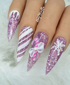 Have you discovered your nails lack of some modern nail art? Yes, lately, many girls personalize their nails with lovely … Pretty Gel Nails, Cute Acrylic Nails, Glitter Nail Art, Fancy Nails, Gorgeous Nails, Xmas Nails, Holiday Nails, Christmas Nails, Nail Stiletto