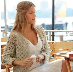 Een gratis Nederlandse haakpatroon van een vest in een mooi zomers kleurtje. Een leuk vest voor de koudere lentedagen. Lees meer over het haakpatroon...